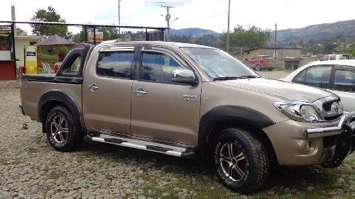 Toyota Hilux C D Camionetas Autos Autos En Ecuador